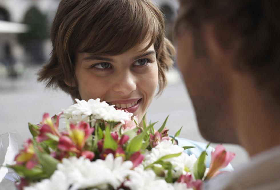 Pareja-amor_de_primavera-ramo_de_flores-conquista-getty_MUJIMA20110920_0046_31